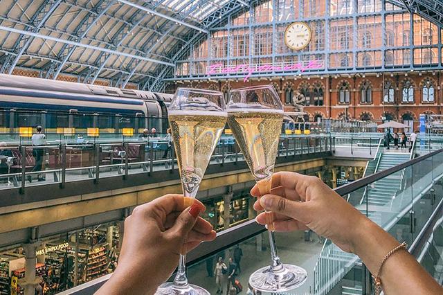 https://londonplanner.com/wp-content/uploads/2020/08/Champagne1.png